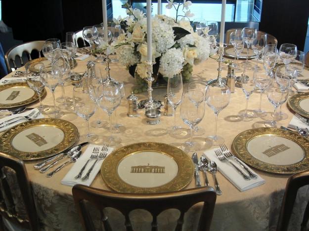 Come preparare la tavola a natale chiccherie - Poggia posate da tavola ...